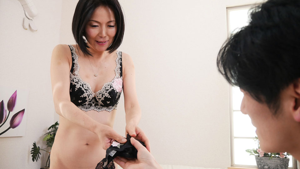 Pacopacomama 111718_377 Ai Aoyama My wife, let me buy my underwear! ~ Enchanting black T-back ~