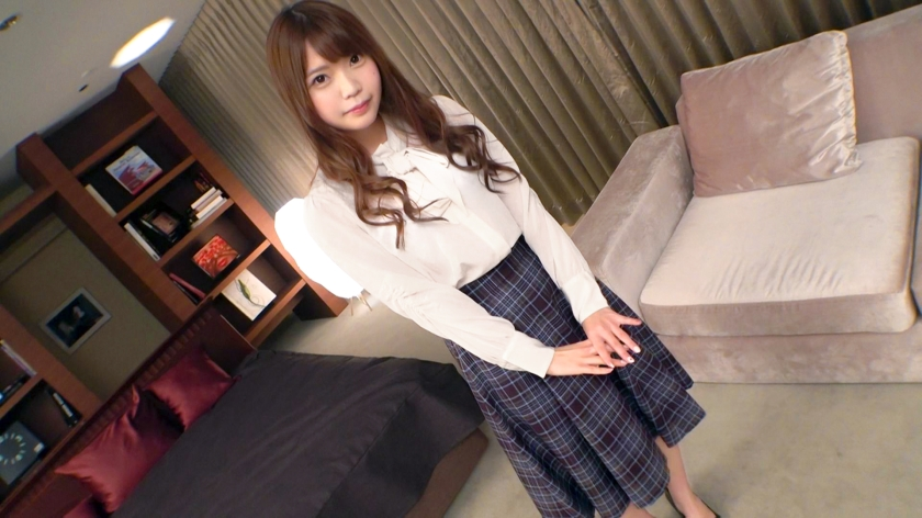 SIRO-4333 [First shot] [First experience of intense piss] [Lady's foolery] A cute cafe clerk full of elegance