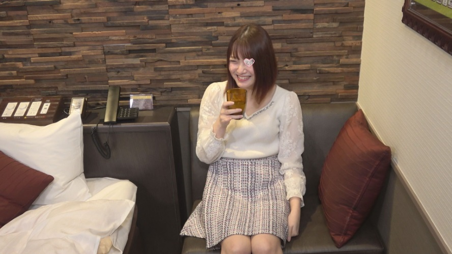 FC2 PPV 1620345 Yuzu-chan, a beautiful lady! A cute smile with shaved bread!